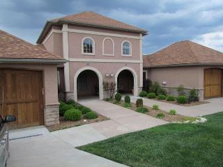 Tuscany Hills-3 bedroom/2 bath villa located at Branson Creek! - Hollister vacation rentals