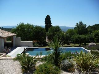 "Fabulous 1 Bedroom Cottage with a ""Zen"" Pool, View of Luberon, WiFi - Saint-Saturnin-les-Apt vacation rentals"