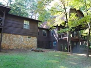 Perfect 2 bedroom Blairsville Cabin with Deck - Blairsville vacation rentals