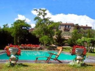 house view from the pool - 14th century Townhouse w.pool in Chianti hamlet - Siena - rentals