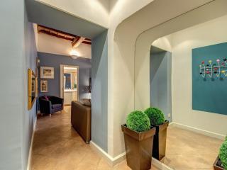 Elegant and Charming Navona Square Apartment - Rome vacation rentals