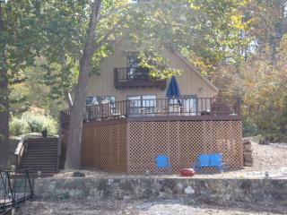 4 BR Cabin Steps from Lake. 2016 Filling Quickly! - Rocky Mount vacation rentals