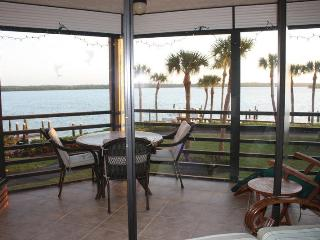 Waterfront Paradise - 2/2 - Popular Riverside Club - Marco Island vacation rentals
