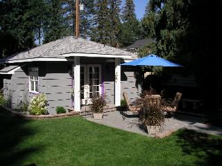 Second Street Cottage-secluded downtown Bend, OR - Bend vacation rentals