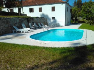 Nice Cottage with Deck and Internet Access - Barcelos vacation rentals