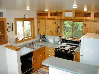 4-Season Cottage -- Romantic Getaway or Family Fun - Belmont vacation rentals