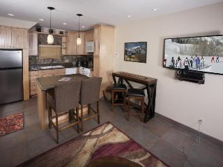 Comfortable townhome w/ shared hot tub & mountain views, great location! - Ketchum vacation rentals