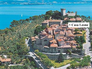 2 bedroom Apartment with Internet Access in Castiglione Del Lago - Castiglione Del Lago vacation rentals