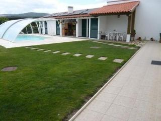 Cottage with garden, pool, river and mountain - Coimbra vacation rentals