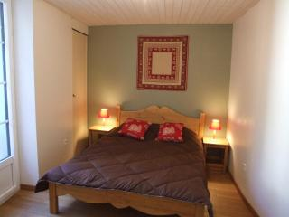 Ecological appart 2/4 pers center of Cauterets - Hautes-Pyrenees vacation rentals