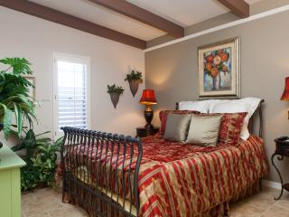 Biltmore Area - Downtown Phoenix - HOT SPOT! - Glendale vacation rentals
