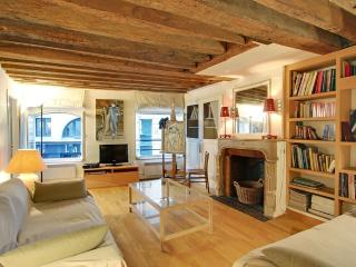 Charming Two Bedrooms Saint Germain des Prés - Paris vacation rentals