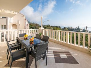 Villa Samba - Two-Bedroom Apartment with Balcony and Sea View - A4+2 - Plat vacation rentals