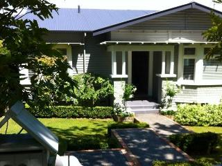 Sunny 2 bedroom Bed and Breakfast in Remuera - Remuera vacation rentals