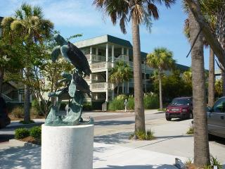 Nice 1 bedroom Isle of Palms Condo with Internet Access - Isle of Palms vacation rentals
