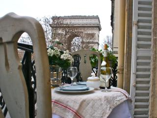 *10% OFF AUGUST* Luxury Flat Overlooking the Arc - Paris vacation rentals