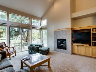 Sunny, contemporary condo w/ shared hot tub, pool & more - scenic location! - Redmond vacation rentals