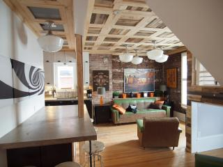 Unique 2-story, 2 1/2 bedroom, 2 bathroom Loft w exposed brick, Sleeps 7,  Downtown Ottawa! - Ottawa vacation rentals