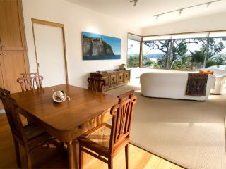 Bruny Island Experience - Chez Discovery - Alonnah vacation rentals