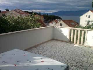 Nice Apartment in Brac with A/C, sleeps 4 - Brac vacation rentals
