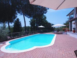 Country villa with swimming pool nearby Rome - Manziana vacation rentals