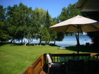 Gorgeous 2 bedroom Cedar House with Deck - Cedar vacation rentals