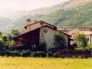 Nice Villa with Internet Access and Dishwasher - L'Aquila vacation rentals