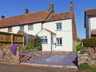 HILLSIDE COTTAGE, woodburner, pet-friendly, private garden, in Spaxton, Ref 21976 - Spaxton vacation rentals