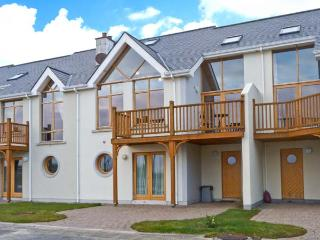 AT WATER EDGE, balcony, great views, marina location, in Tarmonbarry, Ref 23785 - Strokestown vacation rentals