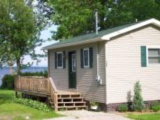 Cozy 1 bedroom Champlain Cottage with Deck - Champlain vacation rentals