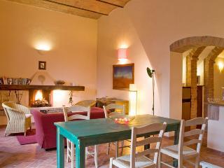 Casale Oliveta - Gufo - Poggibonsi vacation rentals