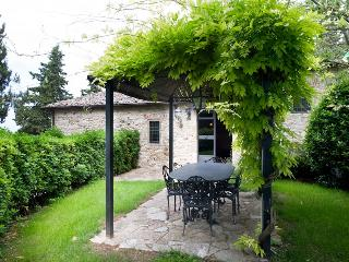 Filigrano - Querce B - San Donato in Poggio vacation rentals