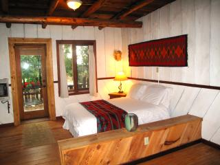 Aldous Huxley: Green Cabin on organic goji farm - San Cristobal vacation rentals