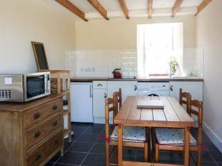 OLD POST OFFICE COTTAGE, open plan, freestanding bath, ground floor cottage near Portsoy, Ref. 30600 - Portsoy vacation rentals