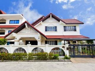 Villa 5 Bedroom Shared Pool-5min Walk to Center - Patong vacation rentals