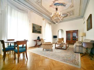 LUXURIOUS, SUNNY & BRIGHT APARTMENT IN CENTER CITY - Florence vacation rentals
