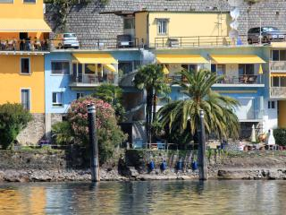 Lovely 1 bedroom Condo in Porto Ronco with Internet Access - Porto Ronco vacation rentals