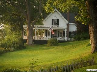 Wonderful Cottage in Northport with Television, sleeps 6 - Northport vacation rentals