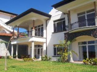 Lovely 3 bedroom Esterillos Este Condo with Internet Access - Esterillos Este vacation rentals