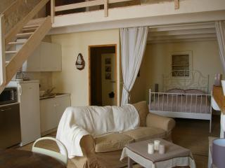 Bright 2 bedroom Aubais Apartment with Internet Access - Aubais vacation rentals