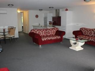 Perfect 2 bedroom Hanmer Springs Apartment with Dishwasher - Hanmer Springs vacation rentals