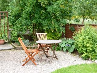 DISTILLERY COTTAGE, two woodburners, enclosed garden, pet-friendly, near Aberlour, Ref 20354 - Aberlour vacation rentals