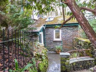 MOSSY NOOK, romantic retreat, character and modern features, garden, parking, in Windermere, Ref 23606 - Lake District vacation rentals