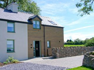 TYDDYN ADDA, quality cottage with en-suite, rural location, ideal for beaches, walking, in Brynsiencyn, Ref 23275 - Island of Anglesey vacation rentals