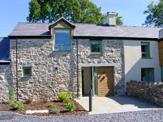 GWALIA, quality cottage with balcony, rural location, ideal for beaches, walking, in Brynsiencyn, Ref 23278 - Brynsiencyn vacation rentals