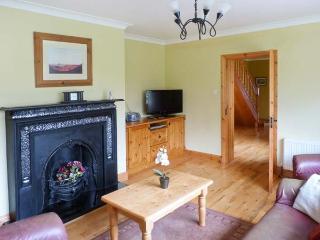 FERNWOOD, en-suites, enclosed garden, open fire, near Killarney, Ref 23404 - Killarney vacation rentals