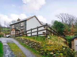 GLAN TWRCH, woodburning stove, off road parking, garden, in Llanuwchllyn, Ref 23716 - Llanuwchllyn vacation rentals
