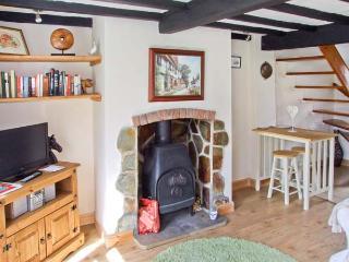 MILL WHEEL COTTAGE, woodburner, courtyard, touring base, Hartshorne Ref 23982 - Hartshorne vacation rentals