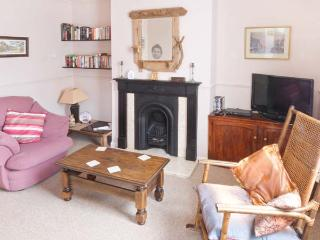 YEOMAN TERRACE, terraced pet-friendly cottage close to beach and amenities, in Marske-by-the-Sea, Ref 24012 - Marske-by-the-sea vacation rentals