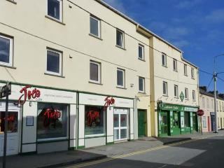 2 THE WHARF first floor apartment, near to beach in Lahinch Ref 24254 - Lahinch vacation rentals